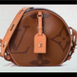 Louis Vuitton Reverse Monogram Giant